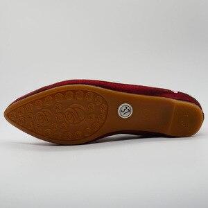 Image 4 - Veowalk/женские весенние балетки ручной работы с красивой вышивкой в народном стиле; Удобная обувь из мягкой парусины для женщин; Туфли на плоской подошве в стиле старого Пекина