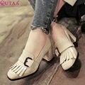 QUTAA 2017 Mujeres Bombea Zapatos de Las Señoras Negro Tacón Cuadrado Med Pajarita Del Dedo Del Pie Redondo Estilo Dulce Mujer Zapatos de Boda del Tamaño 34-43