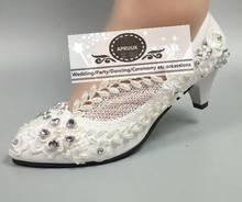 7f08d0e11 Moda prata cristal folhas de pérolas sapatos de casamento do laço do marfim  da noiva médio 5 cm salto personalizados vestidos de.
