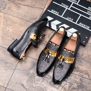 Image 2 - م القلق u Hot البيع الرجال شقة أسود ذهبي رسمي المرقعة حذاء بولي Leather جلد حذاء رجالي غير رسمي للرجل فستان أحذية 2020 جديد