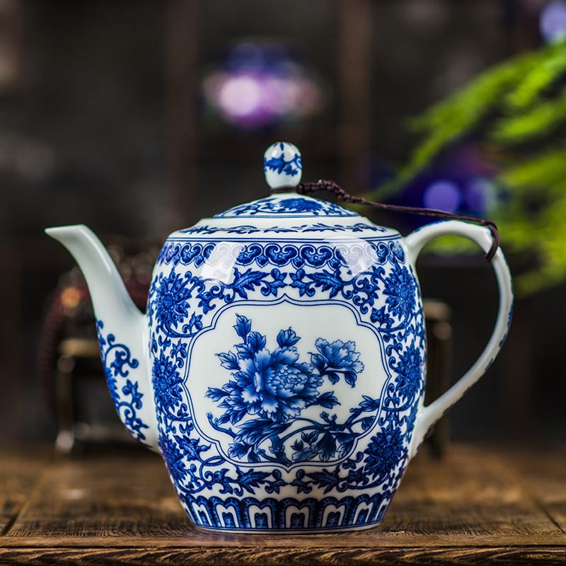 Teapot large ceramic tea maker Teapot with stainless steel filter Home thick blue and white porcelain underglaze 800ML