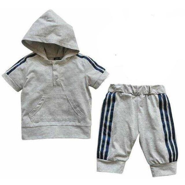 Bebé Que Arropan Para El Verano 2017 Marca Con Capucha de La Raya T Shirt + Shorts Pantalón 2 unids Ropa de Bebé de Moda Ropa de Deporte de La Muchacha conjuntos