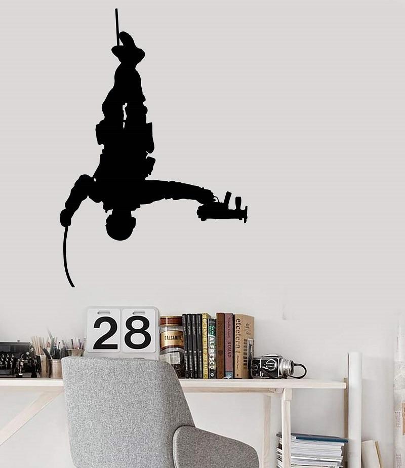 Виниловая наклейка на стену армейский солдат с оружием военные наклейки на морскую тематику 2FJ41-in Настенные наклейки from Дом и животные