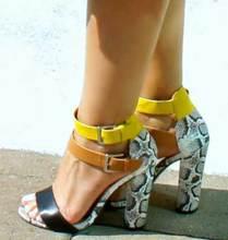 Роскошный Лодыжки Ремень Пряжка Насосы сексуальные Сандалии с Открытым Носком туфли женщина змеиной элегантный лоскутное Коренастый Высокий Каблук Летние Сандалии