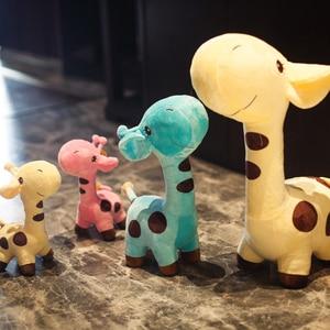 Image 1 - 18 Cm/25 Cm Leuke Giraf Knuffel Hanger Zachte Herten Gevulde Cartoon Dieren Doll Baby Kids Toys Kerst verjaardag Kleurrijke Geschenken