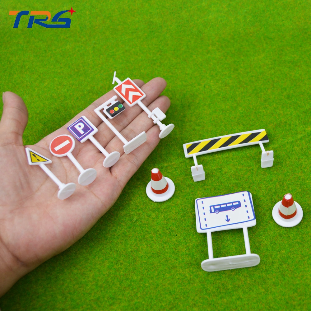 9PCS/LOT ARCHITECTURE Traffic Sign parking scene traffic light sign road sign roadblock plastic model toy