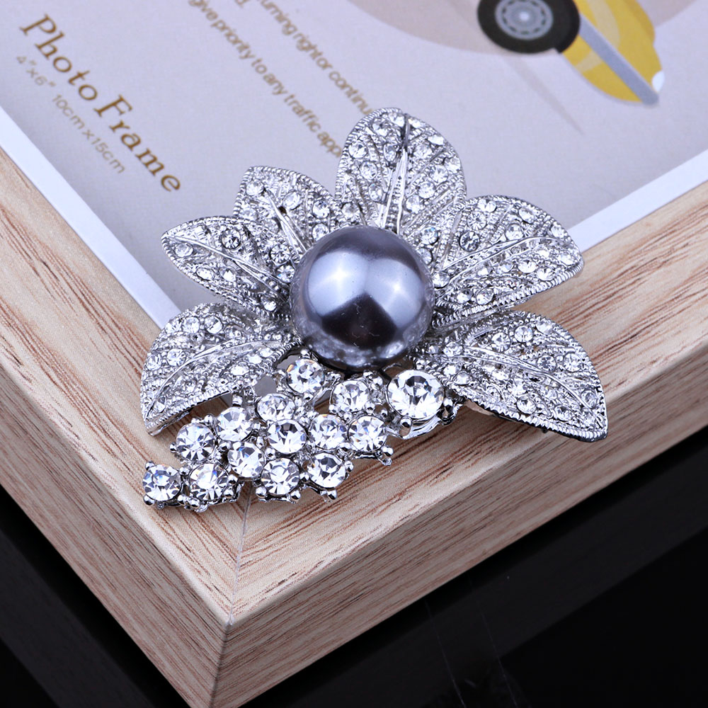 Retro Style Black Rhinestones Brooches   Pins Simulated Pearl Leaf Shape  Brooch For Women Vintage Scarf Clip Jewelry Accessories-in Brooches from  Jewelry ... d1a96151f7bd