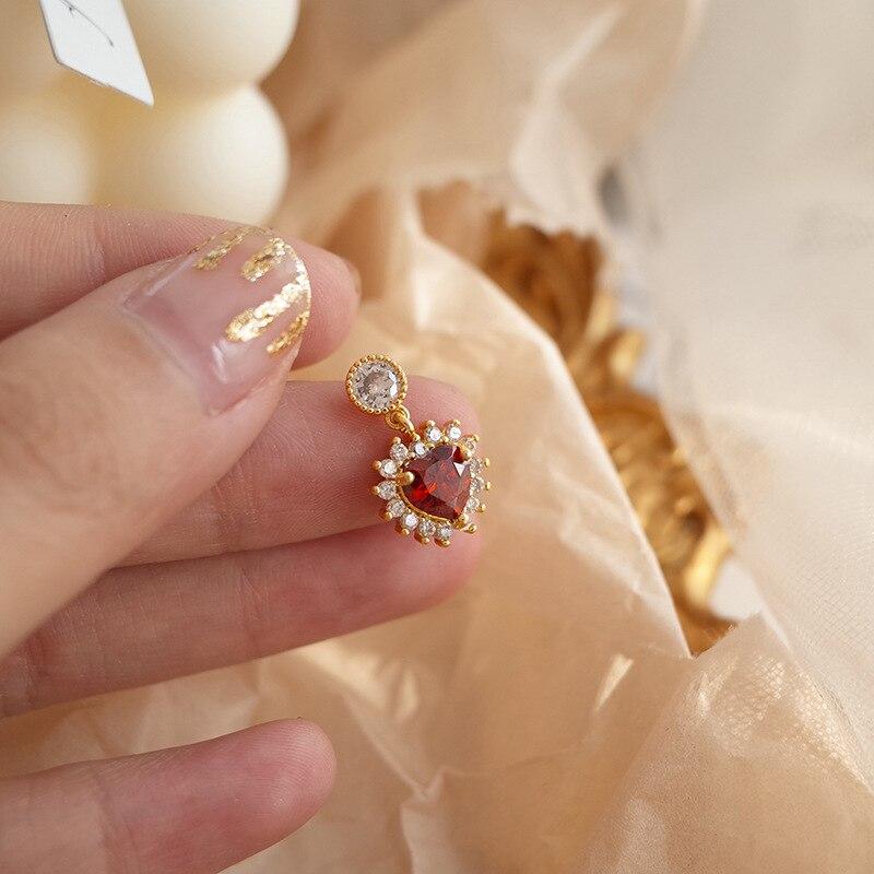 2019 New Fashion Temperament Romantic Red Heart Earrings Elegant Sexy Korean Women Jewelry Earrings in Drop Earrings from Jewelry Accessories