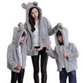 2017 juego de ropa Madre e hija madre hija ropa de invierno faur fur abrigos chaquetas de piel de oreja de conejo niño familia mirada
