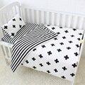 3 piezas Bebé Ropa de cama de algodón juego cuna de blanco y negro de rayas de Cruz patrón cuna Set incluyendo Duvet cubierta funda de almohada hoja plana
