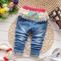 O envio gratuito de 2017 primavera outono do bebê meninas doces calças jeans crianças rendas arco meninas calças de brim