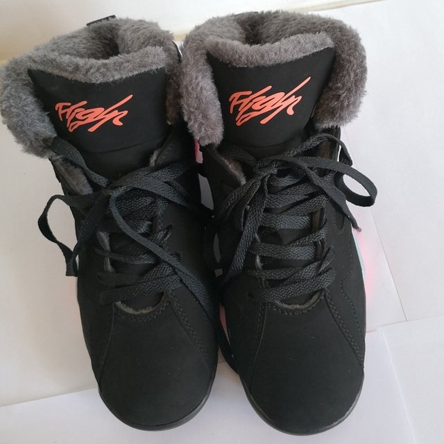 ac998bb082b Winter Basketball Shoes Students Plush Warm Sneakers Trainer Men and Women  Couple Snow Boots Retro Sports Tenis jordan basquete