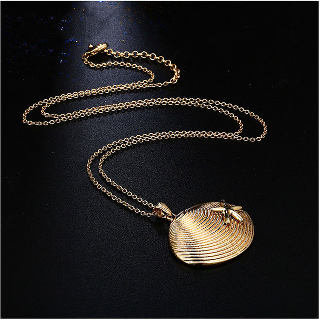 Women's Golden Sea Shell Necklace 2