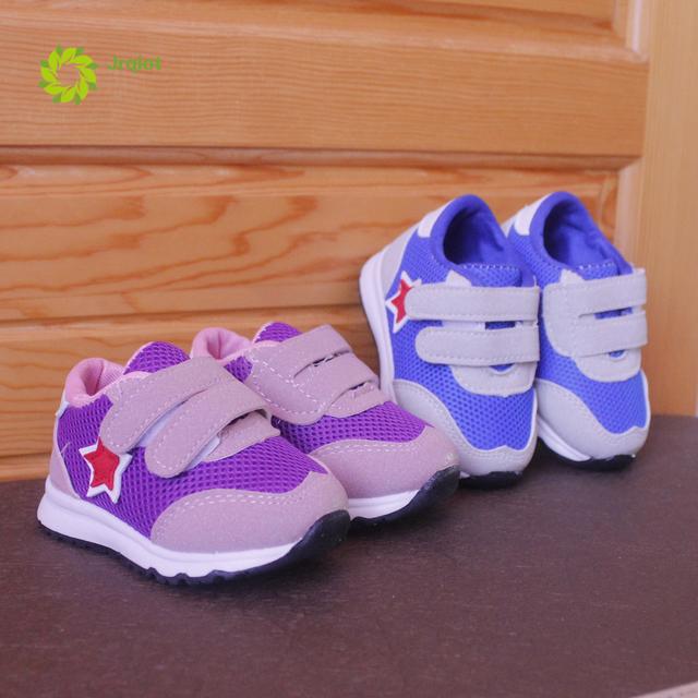 JRQIOT 2017 Nueva Primavera Zapatos de Bebé Inferiores Suaves Zapatos de Bebé Transpirable Rayas Zapatos de Bebé Del Niño Zapatos Corrientes de Tenis De Plástico Led