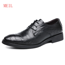 2019 Black Brown Men Bullock Embossed Genuine Leather Shoes Mens Pointed Toe Dress Shoes Formal Slip On Office Wedding Shoes Men mycolen brand fashion 2018 summer black flats pointed toe buckle mens dress shoes genuine leather men office wedding shoes