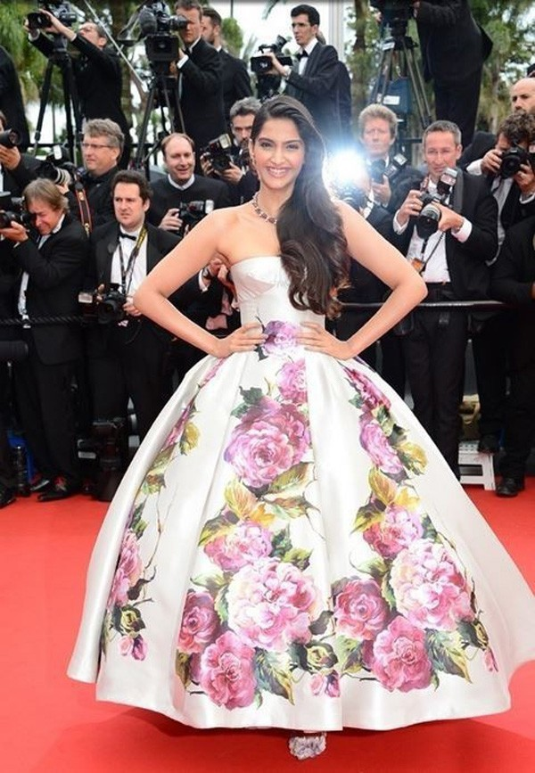 Inspired by Sonam Kapoor Canne Celebrity White with Printed Flowers Ball Gown Red Carpet Dresses 2014 Real (4)