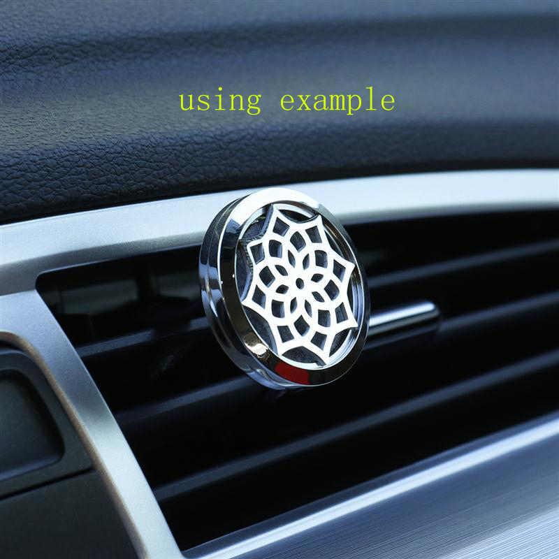 30 มม. Gypsophila Stainless Steel Car Air Freshener น้ำหอม Essential Oil Diffuser Locket สุ่มส่ง 1 pcs แผ่นน้ำมันเช่นของขวัญ
