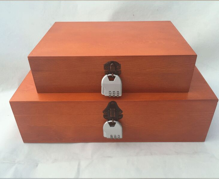 La boîte en bois contenant de haute qualité peinture rétro