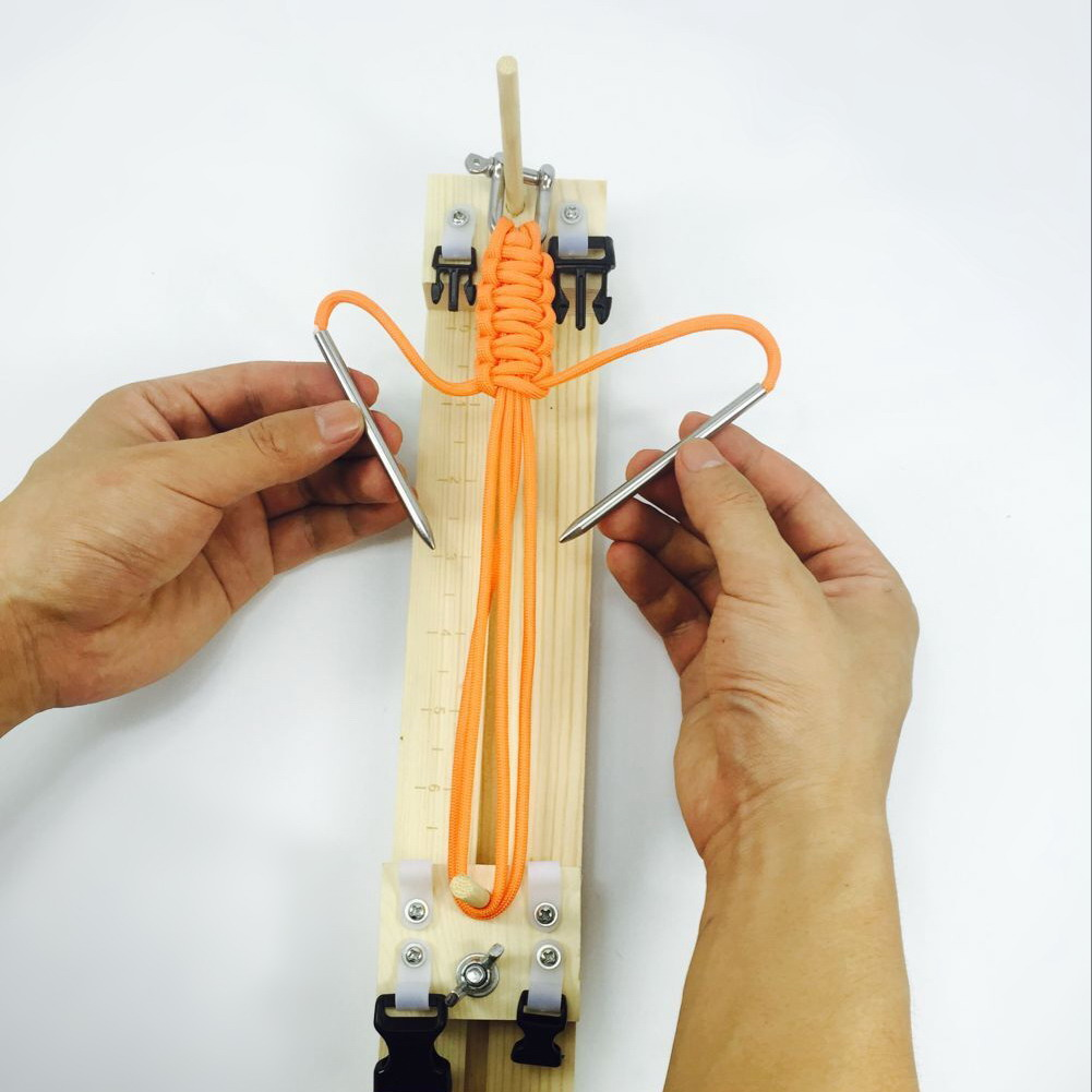 armband maker