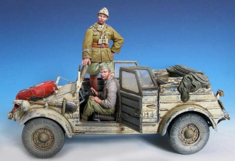 1:35    D.A.K. Kubelwagen CrewGerman Paratroopers