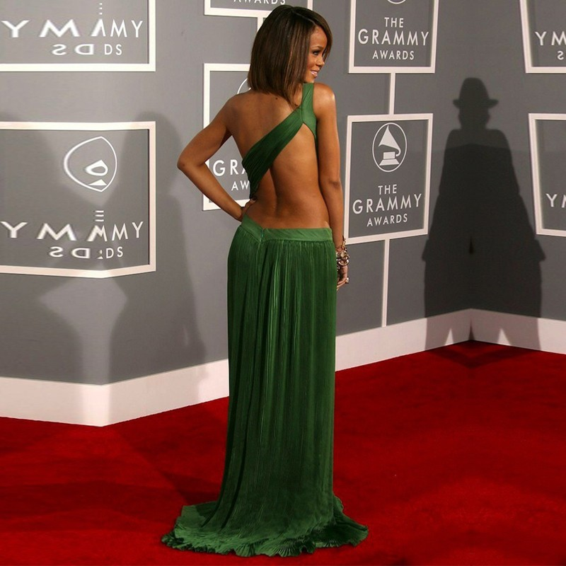 Rihanna-Red-Carpet-Celebrity-Dresses-2015-Sexy-One-Shoulder-Open-Back-Chiffon-Long-Green-Prom-Dress (1)