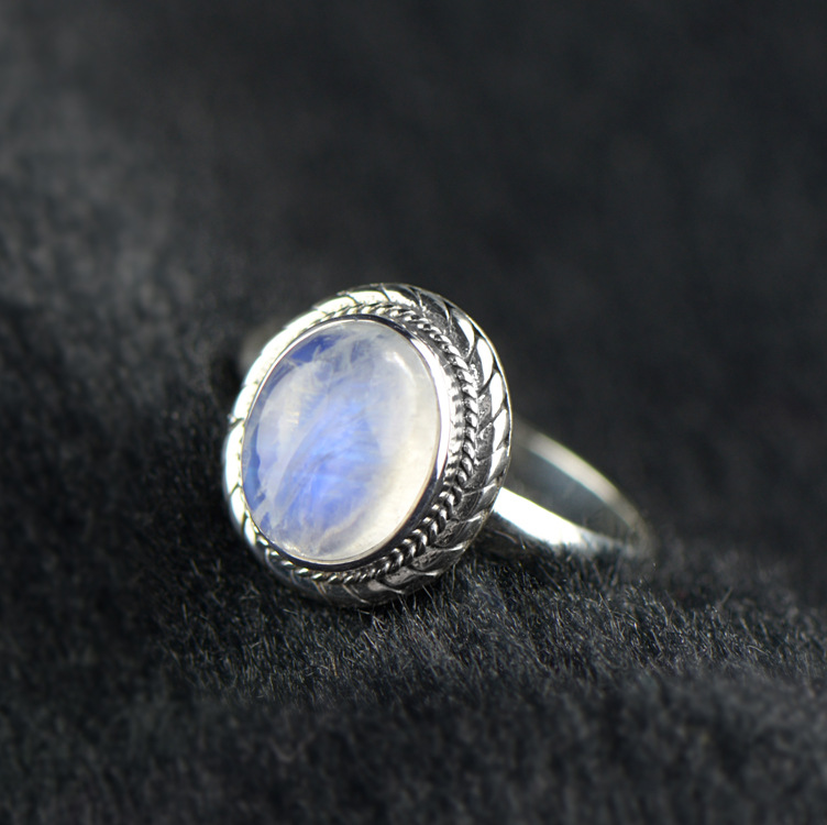2018 new S925 silver inlaid natural Moonstone, silver ring, retro twist, original design, ring ornament.