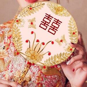 Image 5 - JaneVini tradycyjny chiński ślub bukiet ślubny wentylator złota czerwone kwiaty zroszony starożytny Bride ręka uchwyt fanów na pokrycie twarzy