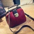 2017 nueva moda Coreana retro doctor bag color de bloqueo Bolso de las mujeres pequeño Bolso de Hombro de la vendimia Bolsas de Mensajero sólidos solapa de las mujeres