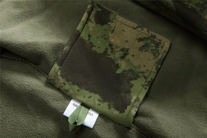 Tad tático dos homens do exército caça