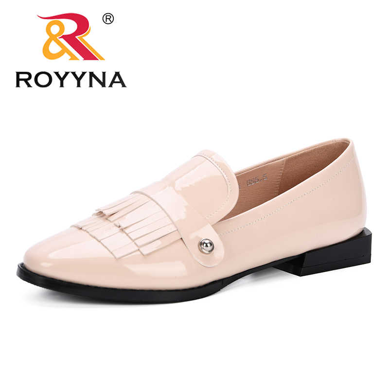 ROYYNA 2019 Ronde Neus Lage Hak Vrouwen Loafer Hakken Slip-On Lakleder Populaire Kwasten Schoenen Vrouwen Sexy Comfortabele schoenen