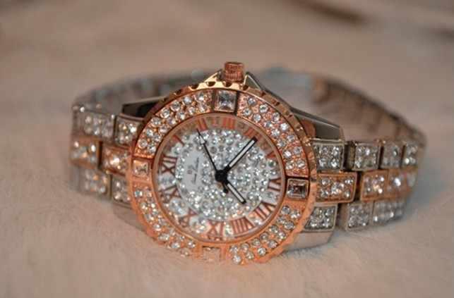 2017 Новый Женский Rhinestone Часы Леди Платье Женщины смотреть Алмаз Люксовый бренд Браслет Наручные Часы дамы Кристалл Кварцевые Часы