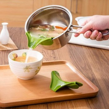 1Pc Kitchen Gadgets Pour Soup Anti-spill and Leak Soup Deflector Useful Home Kitchen Specialty Tools