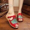 Старинные Вышивки Женская Обувь Квартиры Павлин Хлопок Тапочки Сандалии Китайский Повседневная Скольжения на Плоской Подошве Скольжения на Peep Toe Sandials