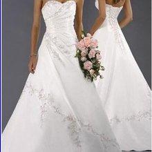 ТРАПЕЦИЕВИДНОЕ милое атласное свадебное платье с аппликацией