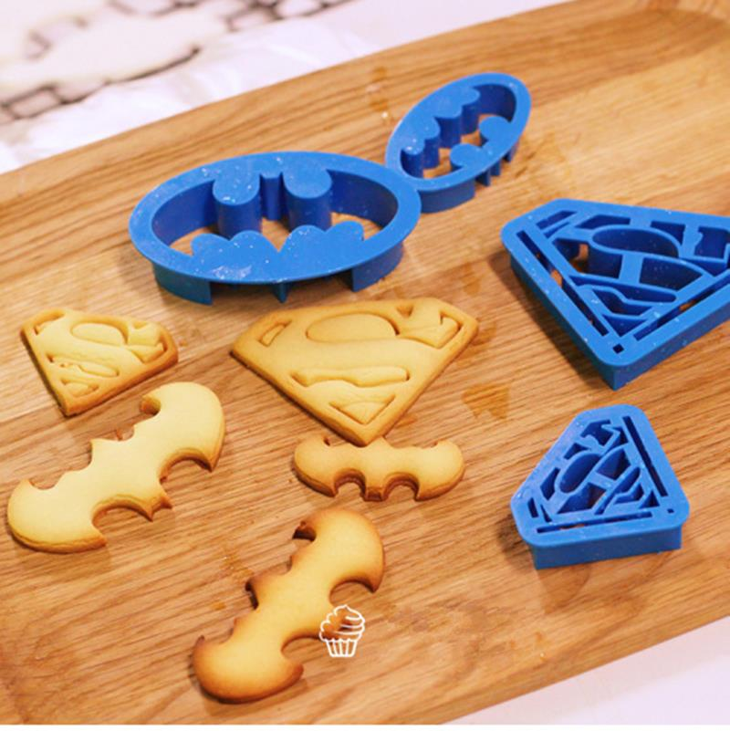 4 unids Batman Superman Fondant Cake Decorating Herramientas accesorios de cocina cortador de galletas taza pastel papercake herramienta herramientas para hornear