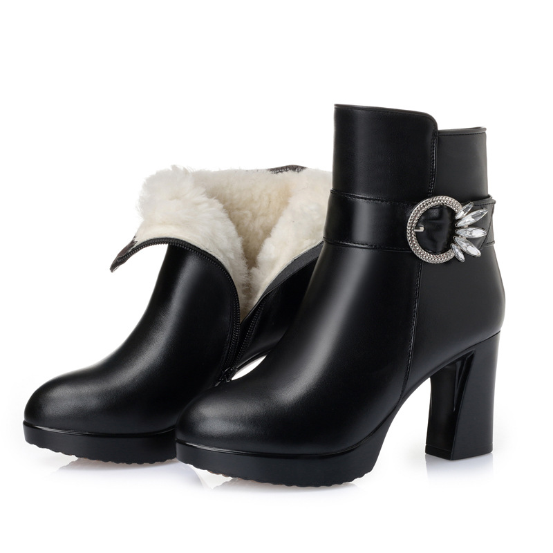 2018 New Rhinestone Cowhide Autumn and Winter Boots Thick with High-heeled Boots Warm Velvet and Wool Snow Boots Women Boots все цены