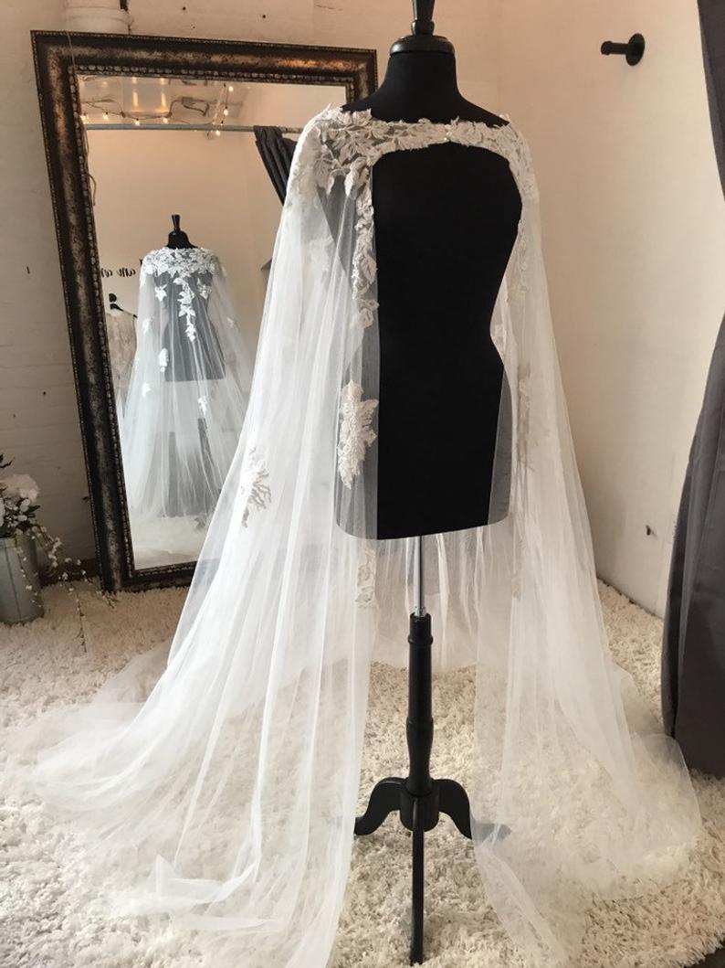 Longue mariée mariage Cape voile avec dentelle multiples blanc/ivoire enveloppes Appliques dentelle mariage veste de mariée Cape