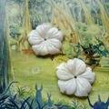 22 MM 24 Unids Forma de La Flor Natural Shell Beads Piedra Pendiente Joyería de los Accesorios