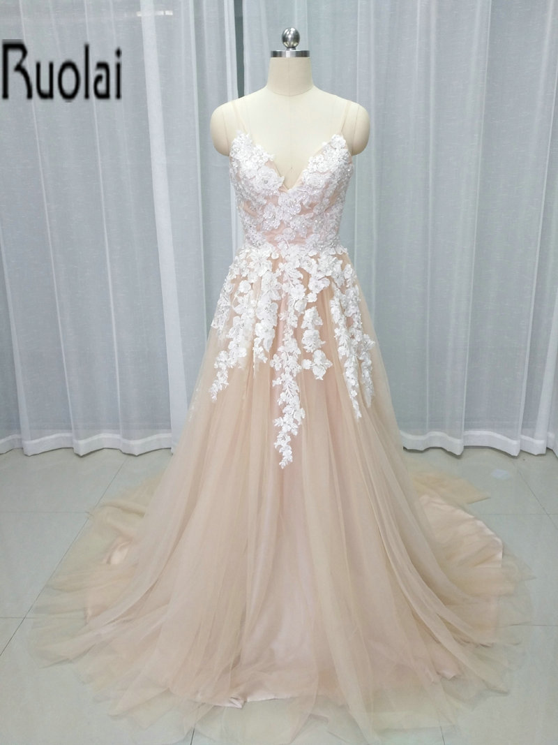 2017 New Arrival Light Champagne Formal Long   Evening     Dresses   V-Neck Lace Appliques Flower Prom Party Gowns Open Back Custom Made