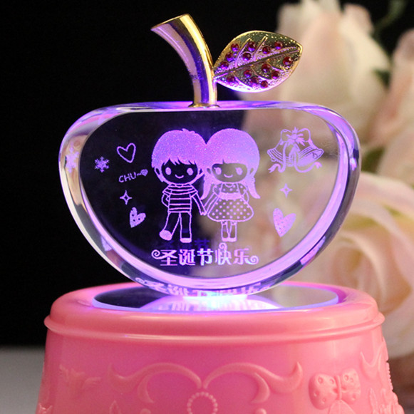 Wedding Gift Ideas For Best Friend Girl: Crystal Apple Decoration Christmas Eve Wedding Gift To
