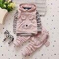Nova Outono bebê meninos/meninas set moda listrado dos desenhos animados três-piece set (T-shirt + colete + calças) roupas infantis set fit 0-3 anos