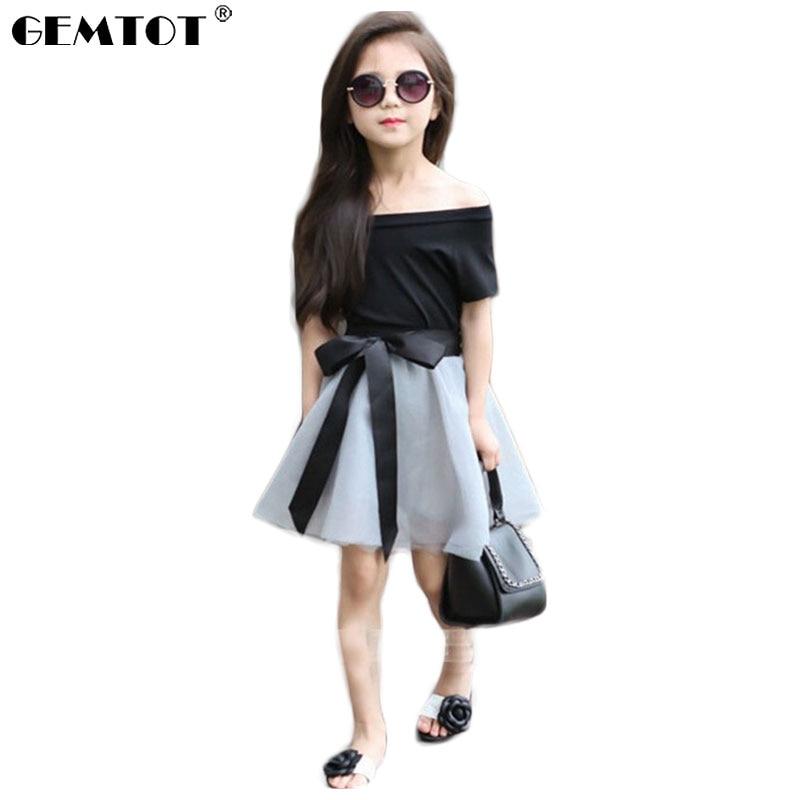 7d360df1af77d GEMTOT الفتيات الملابس مجموعة الصيف قصيرة الأكمام قبالة الكتف الأسود T-قميص  + شبكة تنورة مع أشرطة أنيقة الفتيات الملابس مجموعة فستان