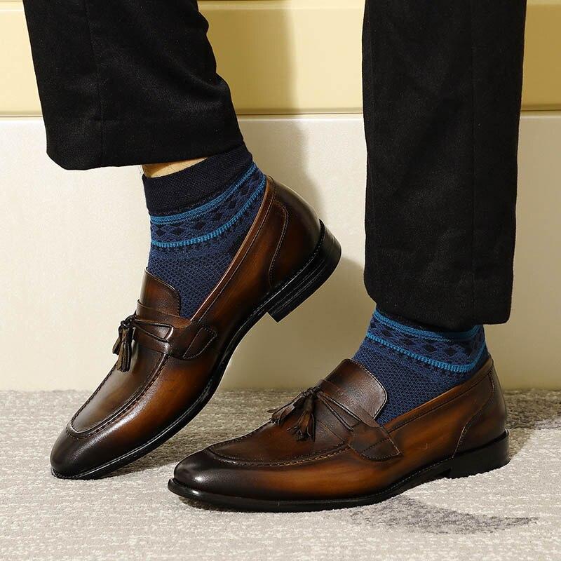 2019 Nuevo Clásico Cómodo Para Hombre Borla Mocasines Negro Marrón Cuero Genuino Banquete de Boda Zapatos de Vestir Hombres Casual Pisos # 316029