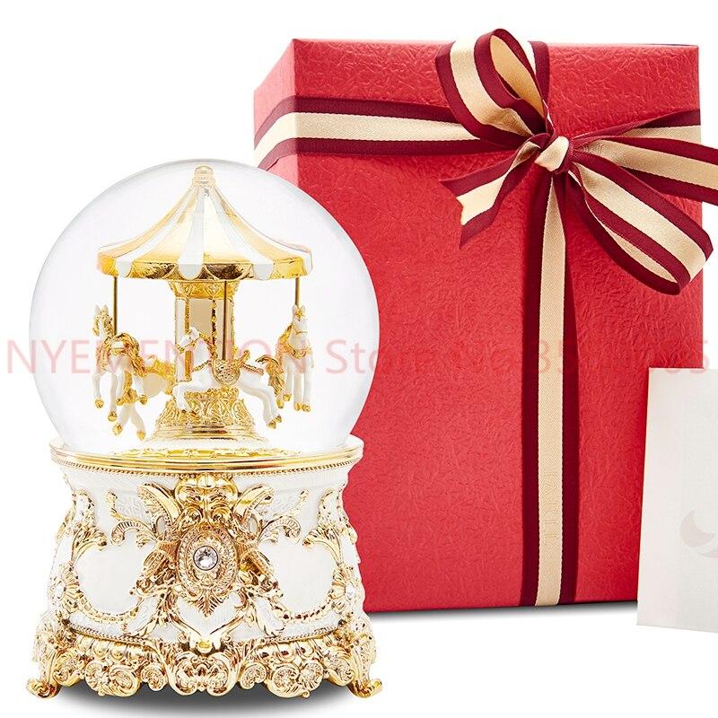 Boîte à musique boîte à musique boule de cristal carrousel envoyer filles et enfants cadeaux d'anniversaire neige créative 5 pièces