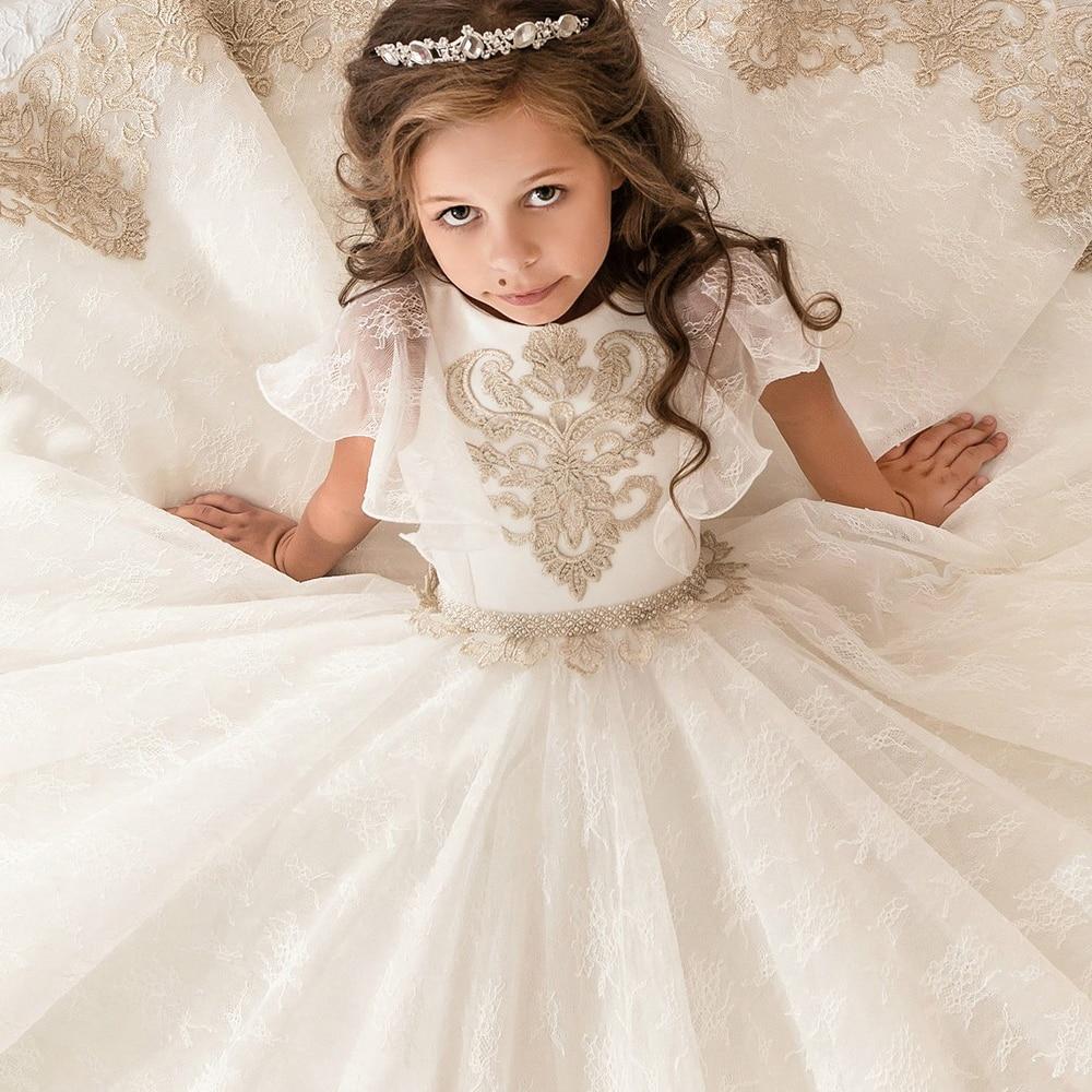 edc9d6b441 Kwiat dziewczyna sukienki O neck aplikacje krótkie suknia balowa z rękawami  sukienki koronkowe sukienki komunia suknia na ślub Custom Made Vestido w  Kwiat ...