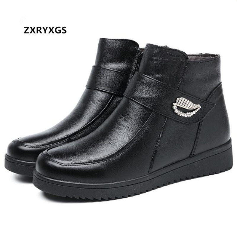 Hot 2018 Winter New Plus Velvet Warm Women Shoes Boots S Flat Non slip Genuine Leather Boots Ankle Boots Middle aged Women Boots