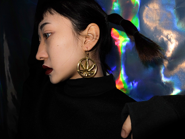 New Hip Hop Women Golden Cannabiss Weed Dangle Earring Chunky Pot Leaf Weed Earrings Night Club Lady Girls Dancer Jewelry 4
