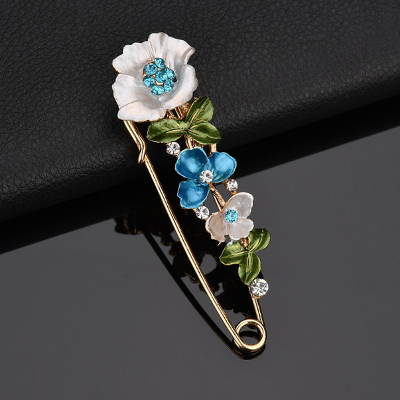 2019 Trendy Tulip Flowers Women Brooch Crystal Rhinestone Ladies Collar Scarf Buckle Hat Lapel Pins Vintage Female Pins Gifts in Brooches from Jewelry Accessories