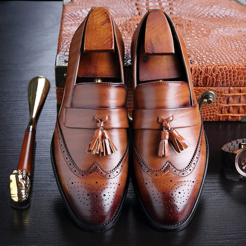 Plus Size 38-46 Men Leather Tassel Loafers Pointed Toe British Style Vintage Carving Wingtips Brogues Shoes Slip On Men Flats