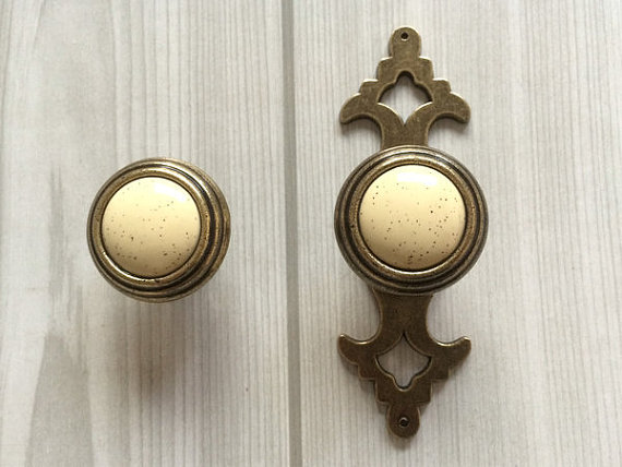 Beige Drawer Kitchen Cabinet Knobs Pull Handle Ornate Furniture Door